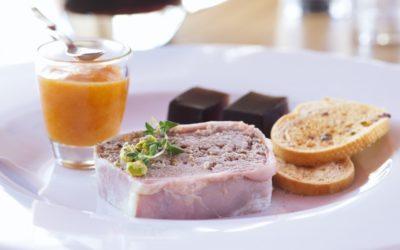 Králičí paštika s kachními játry a meruňkové chutney s pivním želé